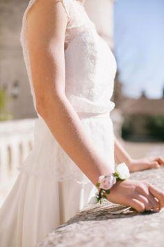 bracelet de fleurs : rose - gypsophile avec a fleurs de pot à