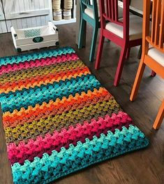 Crochet rug diy home Ideas Chevrons Au Crochet, Crochet Rug Patterns, Crochet Stitches, Crochet Rugs, Crochet Home Decor, Crochet Crafts, Crochet Projects, Free Crochet, Diy Crafts