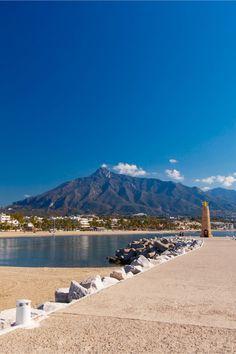 Wo scheint auch noch im September die Sonne? Wir zeigen dir die Top 5  Destinationen, um im September den Sommer noch etwas zu verlängern. Mount Rainier, Strand, Mountains, Nature, Travel, Sevilla, Isle Of Capri, Andalusia, Old Town