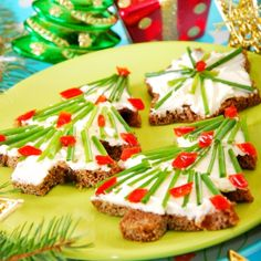 super easy fun and festive appetizers made from toast and cream cheese spread that make - Pinterest Christmas Appetizers