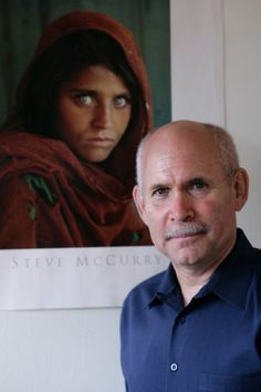 Ihr Blick machte ihn groß: McCurry im Jahr 2008 vor seinem weltberühmten Bild.