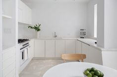 New York City-based architecture office Schissel Montgomery has completed a minimalist renovation of a three-bedroom apartment in the Park Slope neighbourhood. Apartment Entrance, Apartment Renovation, Bedroom Apartment, Apartment Living, Kitchen Interior, New Kitchen, Kitchen Design, Condominium Interior, White Washed Floors