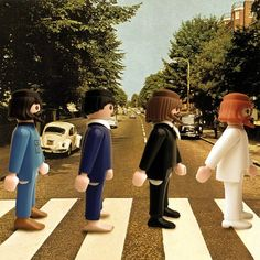 Paris-based artist Richard Unglik uses Playmobil People to recreate iconic scenes, ranging from album covers and classic paintings to famous. Abbey Road, Les Beatles, Cool Pops, French Photographers, Expo, Source Of Inspiration, Creative People, Album Covers, Marvel Comics