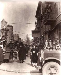 Arthur Avenue, 1930 Bronx, NY This was the Little Italy of the Bronx. The Bronx New York, Bronx Nyc, Photo New York, New York Photos, Old Pictures, Old Photos, Vintage Photos, Ny Ny, History Of Photography