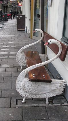 Find this swan bench and take a picture with my mate