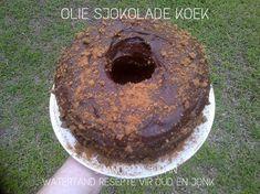SJOKOLADE KOEKE Flan Cake, South African Recipes, Doughnut, Delicious Desserts, Cake Recipes, Sweet Treats, Deserts, Chocolate Cakes, Postres