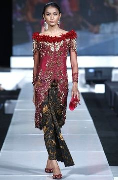 Modern Women kebaya Fashion Trends 2013 Designs (3)