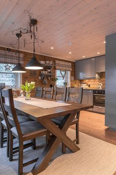 Familiehytta – Gjør hyttedrømmen mulig! Cabin Design, Küchen Design, House Design, Cabin Homes, Log Homes, Rustic Kitchen, Kitchen Decor, Le Logis, Cabin Kitchens