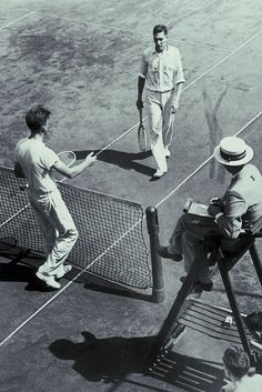 No matter how far the game has come, it still concludes with sportsmanship. Mode Tennis, Tennis Shop, Lawn Tennis, Tennis Photography, Tennis Pictures, Vintage Tennis, Vintage Sport, Tennis Games, Tennis World