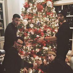 Nick Jonas, Joe Jonas, Kevin Jonas and Frankie Jonas Nick Jonas, Frankie Jonas, Danielle Jonas, Jonas Brothers, Best Christmas Gifts, Christmas 2016, Xmas, Christmas Stars, Celebrating Christmas