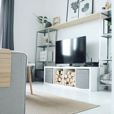 De KALLAX open kast bij @lille.hus   #IKEABijMijThuis IKEA IKEAnederland IKEAnl wooninspiratie inspiratie woonkamer stellingkast wandplank tapijt vloerkleed
