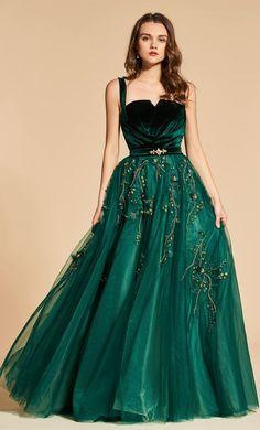 Many fashion styles of evening dresses and gowns. Sexy dresses for everyday discount prices. We have a huge selection of formal wear evening dresses, different styles of cheap formal dresses for sale! Dresses Elegant, Pretty Dresses, Sexy Dresses, Dress Outfits, Prom Dresses, Formal Dresses, Green Wedding Dresses, Dress Ootd, Dress Prom