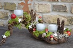 Adventsgesteck-Himmlische Grüsse von Moneria auf DaWanda.com Christmas Advent Wreath, Winter Christmas, Christmas Home, Christmas Tablescapes, Christmas Centerpieces, Christmas Decorations, Christmas Projects, Christmas Crafts, Christmas Arrangements