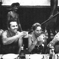 Jacques Yves Cousteau pasó toda su vida en el mar, no contento con inventar los equipos de buceo actuales recorrió el mundo, a bordo del Calypso para enseñarle a la humanidad la grandiosidad de los océanos.