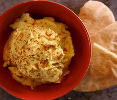 Deze heerlijke zoete aardappel hummus behoort tot categorie gezonde snacks. De oranje tint van zoete aardappels is het prachtige resultaat van een schat aan