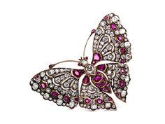 Breite: ca. 6,5 cm. Länge: ca. 4 cm. Gewicht: ca. 23 g. GG 585. Dekorative Brosche in Form eines Schmetterlings im viktorianischen Stil mit Diamanten im Alt-...