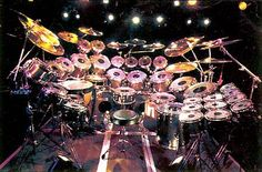 WOW! Diy Drums, Pearl Drums, Neil Peart, Vintage Drums, Dope Music, How To Play Drums, Drummer Boy, Snare Drum, Beautiful Guitars