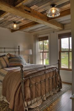 Modern farmhouse style combines the traditional with the brand-new makes any space extremely relaxing. Discover ideal rustic farmhouse bedroom decor ideas and design suggestions. See the best designs! Farmhouse Style Bedrooms, Farmhouse Master Bedroom, Country Farmhouse Decor, Farmhouse Interior, Modern Farmhouse Style, Farmhouse Design, Country Living, Farmhouse Ideas, Modern Country