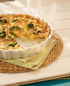 Ein pikanter Kuchen mit Brokkoli und Hackfleisch für den Brunch oder die Party