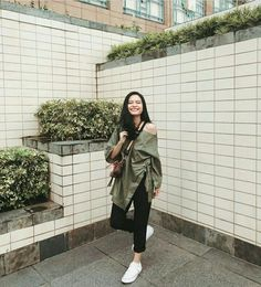Uzzlang Girl, Hijab Fashion, Ulzzang, Military Jacket, Casual Outfits, Take That, Ootd, Poses, Instagram Posts