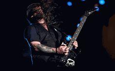 Andreas Kisser, guitarrista do De La Tierra, toca no Palco Mundo do Rock in Rio 2015 (Foto: Fabio Tito/G1)