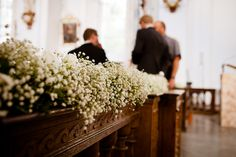 Schleierkrautgirlande in der Kirche  Fotografie: http://www.annalenazintel.de/ http://www.festefeiern.by/
