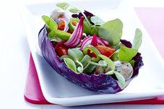 Let og nærende aftensmad på bare 30 minutter. Prøv den sunde hotdog med tomater og syrlige rødløg