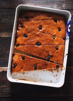 Baked cheesecake with raisins