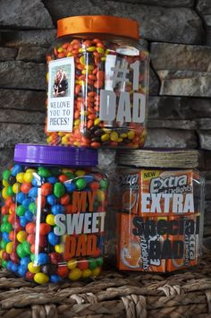 Need a sweet gift for Father's Day? Check out this fab idea that will be sure to melt any Dad's heart!  They're super easy to make. Here's how:  1-Find a container you like.  2-Pick your Dad's favorite treat.  3-Use MyDesign Suite to tailor-make a sweet message for your Dad. (http://elizabeth.uppercaseliving.net/)  4-Add a photo, ribbon, or little extras to make it special.