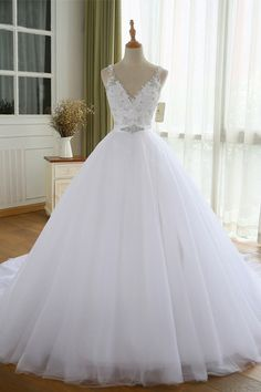 Fashionable Tulle V-neck Neckline Ball Gown Wedding Dresses With Beaded Lace Appliques & Rhinestones - NEW! Fashionable Tulle V-neck Neckline Ball Gown Wedding Dresses With Beaded Lace Appliques & Rhine - Western Wedding Dresses, Luxury Wedding Dress, Princess Wedding Dresses, Modest Wedding Dresses, Perfect Wedding Dress, Bridal Dresses, Wedding Gowns, Beaded Dresses, Wedding Ceremony
