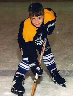 Little Justin playing hockey {flashback} srry have to do this Justin Bieber Children, Justin Bieber Family, Justin Bieber Images, All About Justin Bieber, Justin Bieber Wallpaper, Justin Selena, Selena And Taylor, Cody Lohan, Famous Celebrities