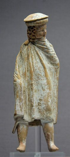 Greek #millinery 4th century BC terracotta statue from #Athens depicting ancient norhtern Greek #macedonians wearing the kausia.