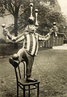 Buba the chimp, Berlin, 1930 Old Circus, Circus Art, Night Circus, Circus Theme, Vintage Circus Photos, Vintage Pictures, Horror Foto, Diy Halloween Decorations, Halloween Diy