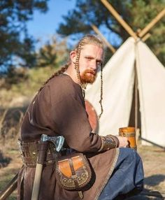 """""""Eric the Scout"""". Cool reenactor outfit! Viking tunic by Armstreet on Etsy. https://www.etsy.com/uk/listing/207694892/mens-viking-tunic-eric-the-scout-linen?ref=sr_gallery_2&ga_search_query=viking&ga_order=date_desc&ga_page=1&ga_search_type=all&ga_view_type=gallery"""