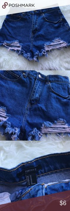 High sister denim shorts ❤ Almost new really cute. Great for the summer beautiful high waisted shorts 🎉🎊 Forever 21 Shorts