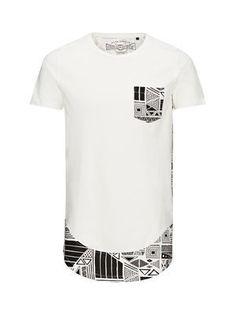 BLACK AND WHITE LONG FIT T-SHIRT, Cloud Dancer Style Africain, Hip Hop Outfits, Mens Tees, T Shirt Men, African Attire, Jack Jones, Fashion Prints, African Fashion, Printed Shirts