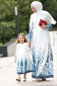 and baby hijab Little Nina Dress – هنا حريري Little Nina Dress - Seidig hier # Seidig # Hier Mommy Daughter Dresses, Mother Daughter Matching Outfits, Mother Daughter Fashion, Mom Dress, Trendy Baby Girl Clothes, Baby Girl Dresses, Baby Dress, Mom Clothes, Muslim Long Dress