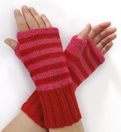 Strik til dig Archives - Side 8 af 8 - susanne-gustafsson. Easy Knitting, Knitting For Beginners, Knitting Socks, Fingerless Mittens, Wrist Warmers, Knitted Bags, Bandeau, Baby Knitting Patterns, Lader