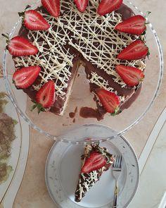 UFUK MUTFAKTA: Pastalar Biscuits Packaging, Log Cake, Different Cakes, Chiffon Cake, Food Website, Chocolate Ganache, Melted Butter, Bon Appetit, Cake Recipes