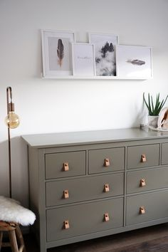 Terrific Totally Free DIY IKEA Hemnes refurbishing / Desenio posters - Beautyill Suggestions An Ikea kids' space continues to intrigue the kids, since they're offered far more than simply Ikea Dresser Makeover, Desenio Posters, Ikea Living Room, Living Rooms, French Home Decor, Shop Interiors, Home Bedroom, Ikea Bedroom Design, Bedroom Decor