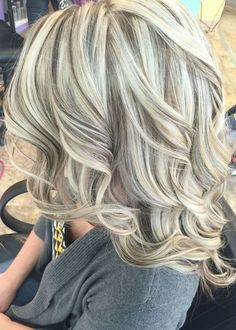 Cool blonde with lowlights platinum hair color ideas for medium length hairstyles