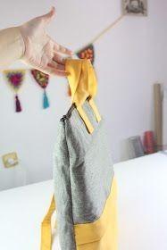 Cómo hacer una moderna mochila con bolsillo y asas DIY - El Cómo de las Cosas Sewing Tutorials, Sewing Patterns, Diy Bags Tutorial, Fabric Bags, Handmade Bags, Fabric Crafts, Hand Sewing, Projects To Try, Purses