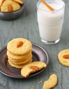 I'm intrigued by the chickpea and semolina flour used in these almond-cardamon cookies from @Tanvi _SinfullySpicy