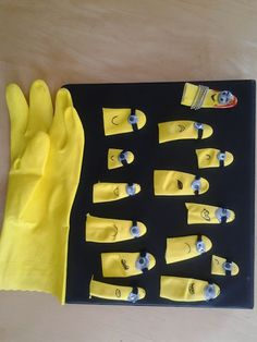 Minion finger puppets from yellow kitchen gloves. Minion Birthday, Minion Party, Projects For Kids, Diy For Kids, Crafts For Kids, Minion Classroom, Unicorn Diy, Minion Craft, Egg Carton Crafts