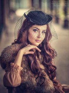 Photo Polina by Tatyana Nevmerzhytska on Pin Up Vintage, Mode Vintage, Vintage Glamour, Estilo Pin Up, Estilo Retro, Pin Up Rockabilly, Idda Van Munster, Retro Mode, Veil Hairstyles
