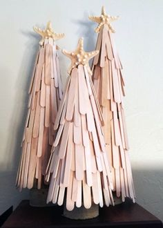 DIY Christmas decorations are fun projects to do with your family and friends. At the same time, DIY Christmas decorations … Cute Christmas Tree, Christmas Crafts For Kids, Diy Christmas Ornaments, Christmas Design, Craft Stick Crafts, Spring Crafts, Simple Christmas, Holiday Crafts, Diy And Crafts