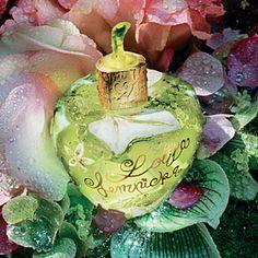 Lolita Lempicka , est une créatrice française de mode et de parfums. Je suis une fan de ses parfums (en particulier la version pomme, Le Pr... Lolita Lempicka, Gypsy Moon, Beauty Ad, Perfume Collection, Perfume Bottles, Fragrance, Coconut, Romantic, Christmas Ornaments