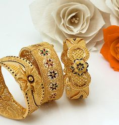 How To Choose The Perfect Pair Of Gold Diamond Earrings – Argenta Jewellery Gold Bangles Design, Gold Jewellery Design, Gold Jewelry, Handmade Jewellery, Fine Jewelry, Jewellery Stand, Bridal Bangles, Wedding Jewelry, Gold Diamond Earrings