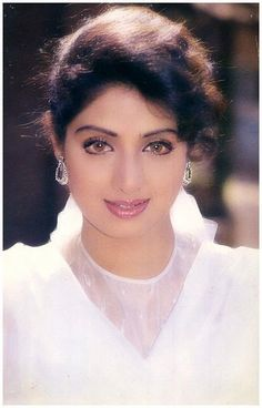 (*Шридеви Королева красоты*) Actress Anushka, Hindi Actress, Indian Film Actress, Indian Actresses, Beautiful Girl Indian, Beautiful Indian Actress, Gorgeous Women, Girls White Dress, Vintage Bollywood