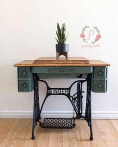 Antique Sewing Machine Table, Vintage Sewing Table, Antique Sewing Machines, Antique Sewing Tables, Rustic Furniture, Vintage Furniture, Painted Furniture, Diy Furniture, Sanding Furniture